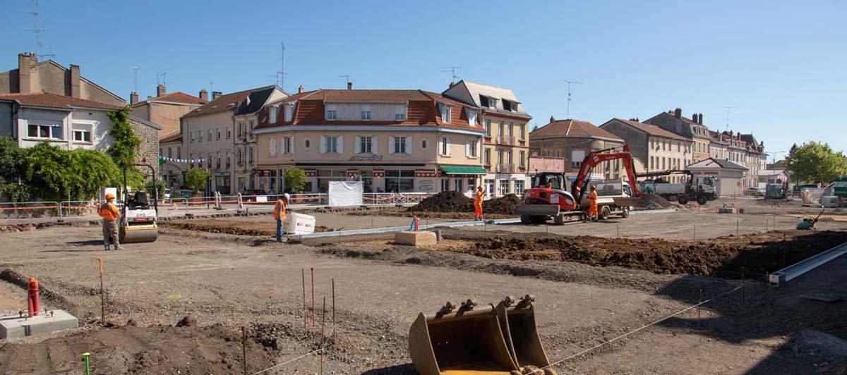 Les travaux devant la gare avancent